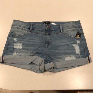 NWT Women's Bebe light denim boyfriend shorts 32